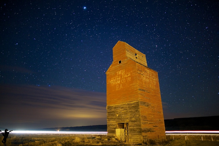 Dorothy, Alberta,grain elevator, stars, nighttime, ghost towns, Dusty Rivers Photography, dustyriversphotography.com